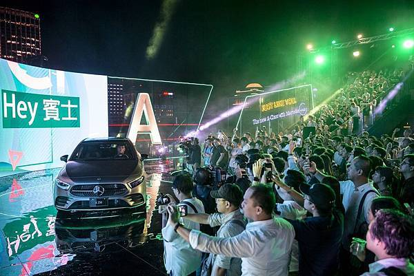 _Mercedes-Benz The new A-Class於8月28日晚間在台北市信義區Frank Taipei打造空前頂樓發表派對