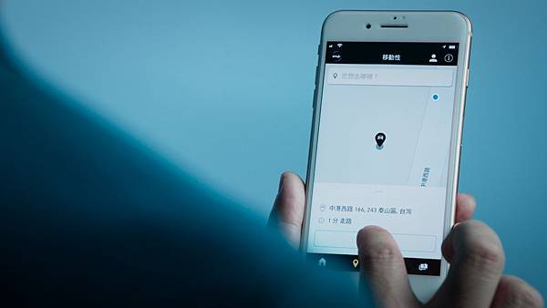 Mercedes me App除了提供基礎導航功能以外,會根據過去的行駛資料和習慣自動建議可能的目的地,只要輕鬆一按就能將目的地資料傳送至車輛.jpg