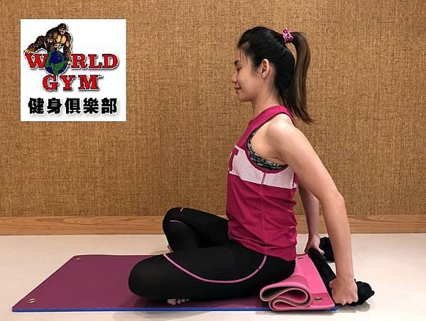 20180914孕婦瑜珈-背肩伸展.jpg
