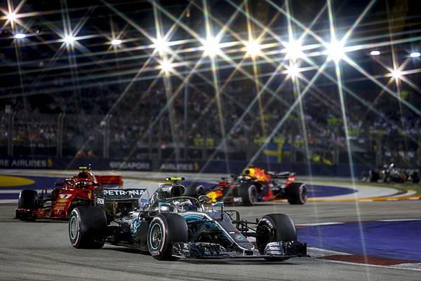 Valtteri Bottas於新加坡站以第四名成績完賽,讓車隊與車手積分再下一城.jpg