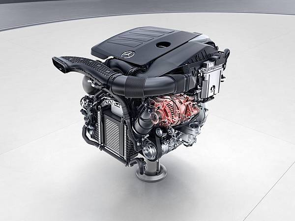 C200車型的動力系統,領先車業導入Mild-hybrid 48V輕型複合動力的EQ Boost科技,搭配原廠代號M264的1.5 升直列四缸汽油引擎.jpg