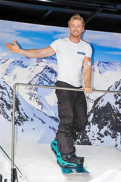 21 滑雪達人法比歐為初「雪」者示範滑雪基本姿勢