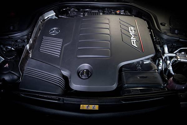 The new CLS 全車型搭載EQ Boost - 48V輕型複合動力系統,使得Mercedes-AMG CLS 53 4MATIC+ 0-100kmh 加速過程更只需4.5秒.jpg