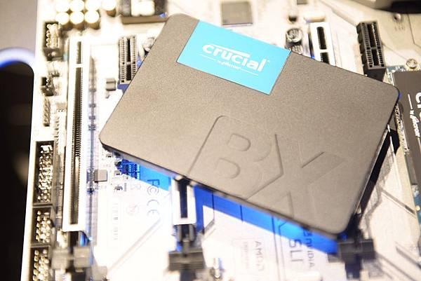 Crucial BX500 SSD 兼顧性能與容量,提供 2.5 吋的規格及 120GB、240GB 和 480GB 的容量選擇。.JPG