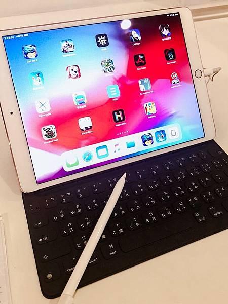【新聞照片1】於全台德誼數位門市購買iPad Pro 12.9吋,現場加購Smart Keyboard,再加一元即送Apple Pencil一支.jpg