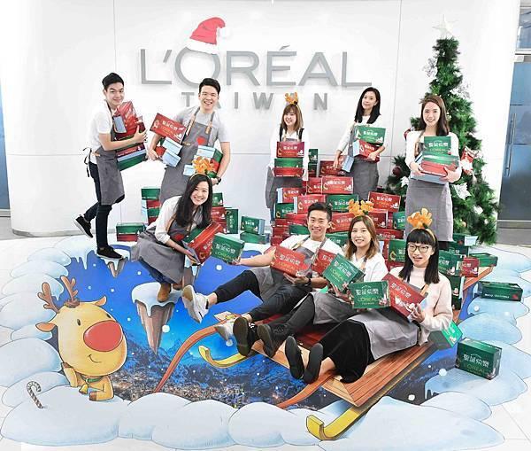 【發稿照一】台灣萊雅員工10年不間斷,年捐600份以上聖誕禮物給弱勢學童。.jpg