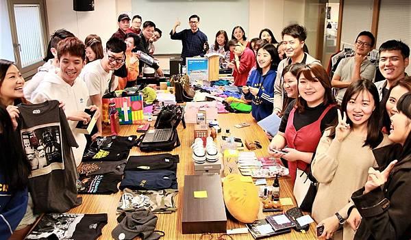 先勢行銷傳播集團特地舉辦愛心二手拍賣會,邀請全集團同仁一同參與,將二手物品提供拍賣.JPG
