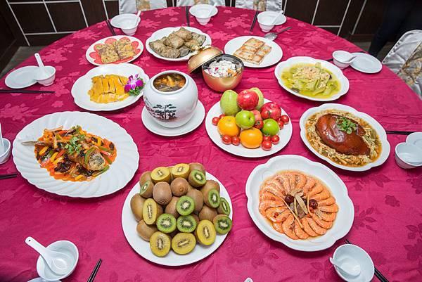傳統年菜多為高油脂、高精緻澱粉食物,吃多容易消化不良,攝取高膳食纖維水果,有助舒緩腸胃不適,提升腸道健康。.jpg
