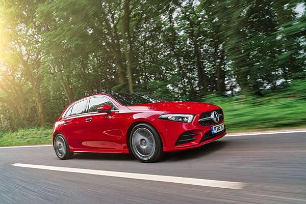 凡於2月11至25日前20名掛牌A 250車主,Mercedes-Benz將贈送兩張2019魔力紅(Maroon 5)高雄演唱會門票,一起感受A-Class的時尚魅力。.jpg