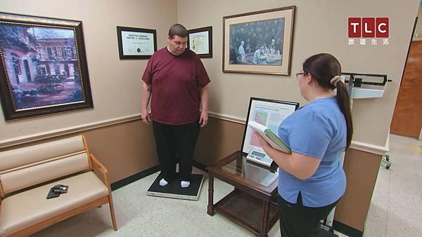每次診療需進行體重檢查,以確保道格有按照進度減重.jpg
