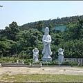 湖口老街 - 三元宮停車場旁的白色觀音聖像.jpg