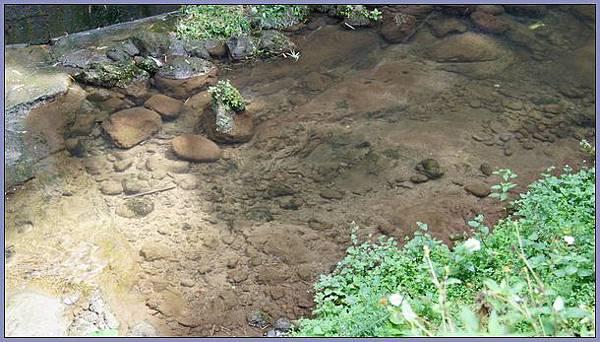 獅頭山風景區 - 清澈見底的六寮溪