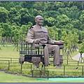 慈湖紀念雕塑公園 - 破碎殘缺的巨型蔣公坐像「傷痕.再生」