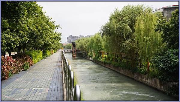 桃園縣八德市廣豐公園 - 水勢強勁的桃園大圳
