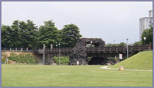 桃園市陽明運動公園 - 親水區上方的景觀天橋(情人橋)