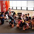 可口可樂博物館遊記 - 導覽結束 大小朋友圍在一起折紙屋
