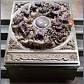 桃園慈護宮 -《太歲殿》香爐前的十二生肖石雕