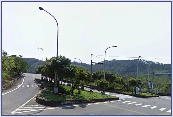 中豐公路通往〝富興老街/峨嵋湖吊橋〞的叉路口