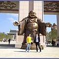 新竹峨眉天恩彌勒佛院 - 張開雙臂擁抱佛子的歡喜彌勒佛