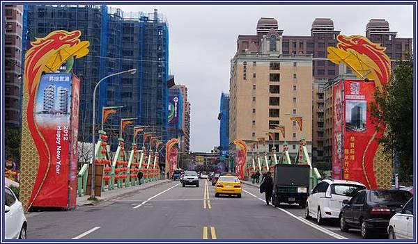 2012蘆竹桃園燈會 - 忠孝西路(跨南崁溪路橋)的燈會入口意象