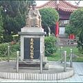 鄰近新竹湖口老街,戴拾和紀念公園內的南珠戴公紀念銅像