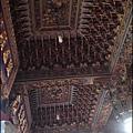 觀音草漯保障宮 - 雕工細膩優美的藻井 (天花板)