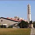 長庚大學/長庚技術學院校區內,粉像教堂尖塔的建築物