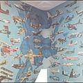 中正航空科學館 - 非常奇特的飛機彩繪牆壁