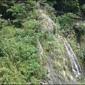 新竹南清公路上的瀑布激流.jpg