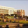 夕陽餘暉下的長庚大學第一醫學大樓