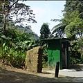 後慈湖南管制門後方的「祕境之南」石碑