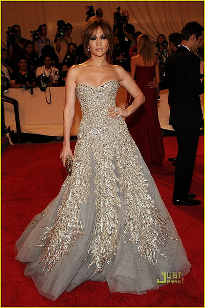jennifer-lopez-met-ball-2010-03.jpg