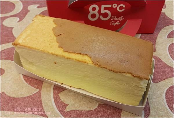 舒芙蕾輕乳酪 (85度C甜點) 06.jpg