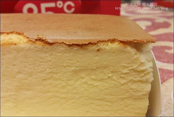 舒芙蕾輕乳酪 (85度C甜點) 07.jpg
