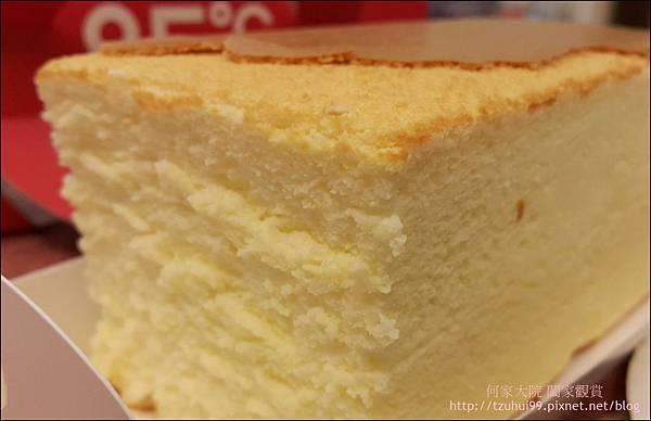 舒芙蕾輕乳酪 (85度C甜點) 08.jpg