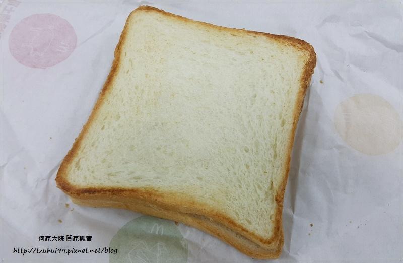 麥當勞超值早餐大方烤土司系列-火腿薯餅烤吐司 05.jpg