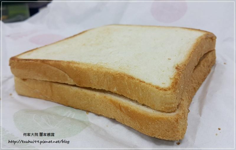 麥當勞超值早餐大方烤土司系列-火腿薯餅烤吐司 08.jpg