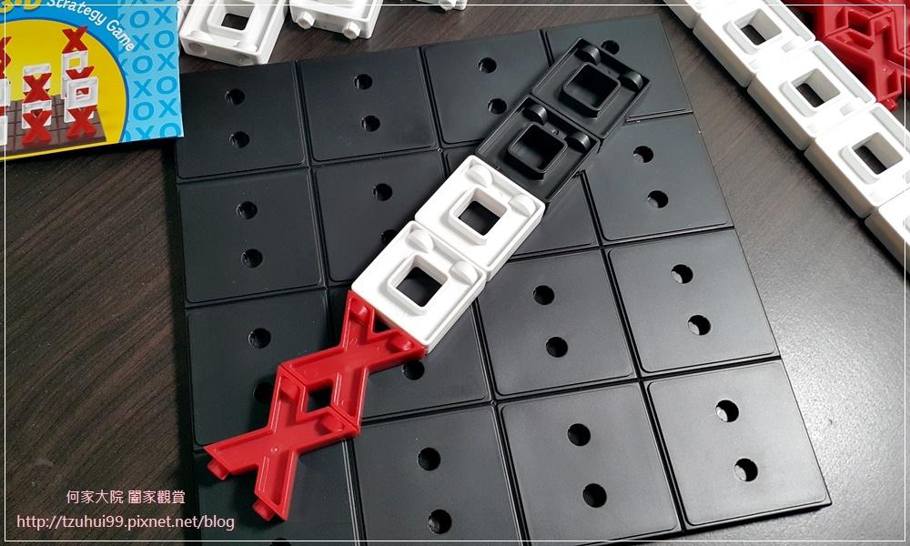 (好玩桌遊分享)美國瑪莉莎Melissa & Doug遊戲-3D戰略桌遊,圈圈疊叉叉 10.jpg