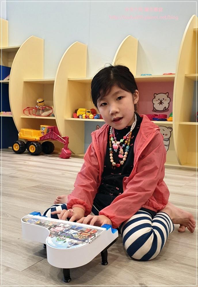 萊爾富便利商店(林口童樂店)內有用餐區與兒童學習體驗角 16.jpg