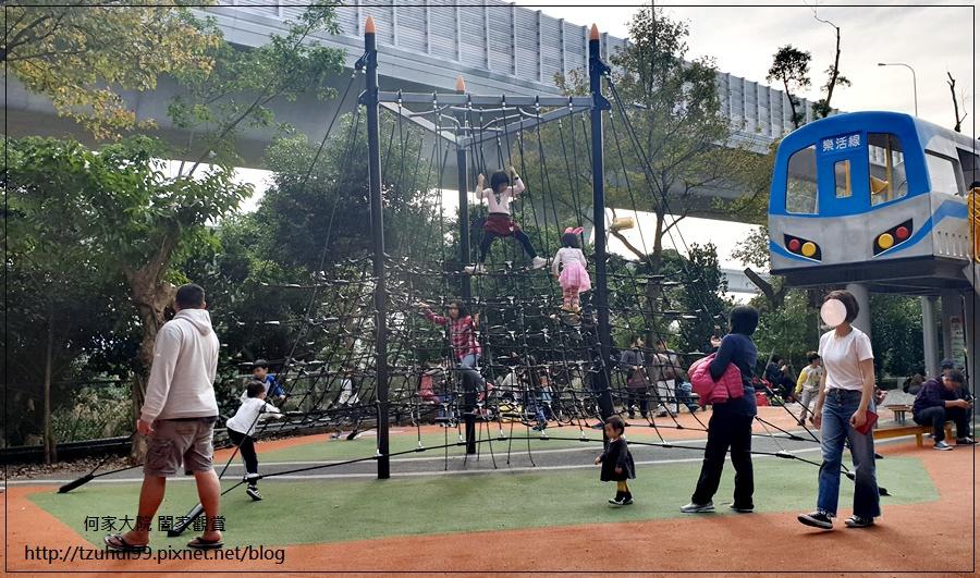林口樂活公園(捷運車廂公園)特色公園+共融公園+特色溜滑梯 14.jpg