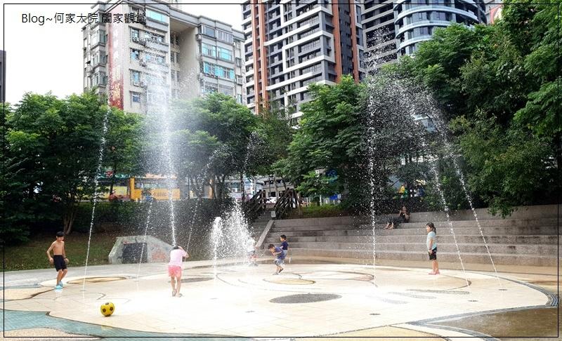 新北林口廣停四公園乾式噴水池(文化廣場)無料免費戲水好去處 12.jpg