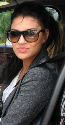 jessica-szohr-and-ray-ban-rb4147-gallery