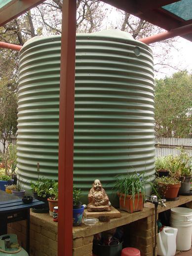用來裝雨水的大水塔,用來喝的