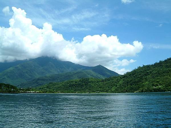 3-鯉魚潭的山水照