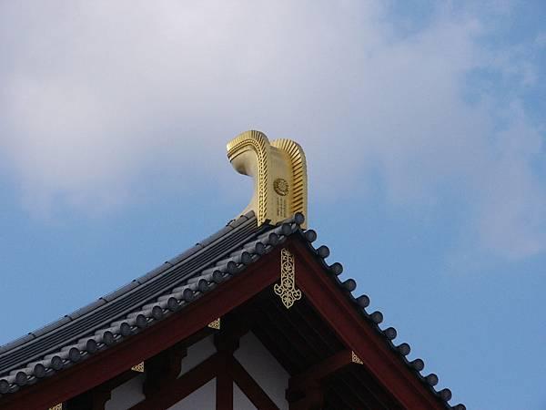 A4奈良『藥師寺』大講堂屋頂上閃閃發光的鴟尾