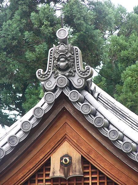 B2京都大原『三千院』境內建築物屋頂上的鬼瓦與菊花紋掛瓦
