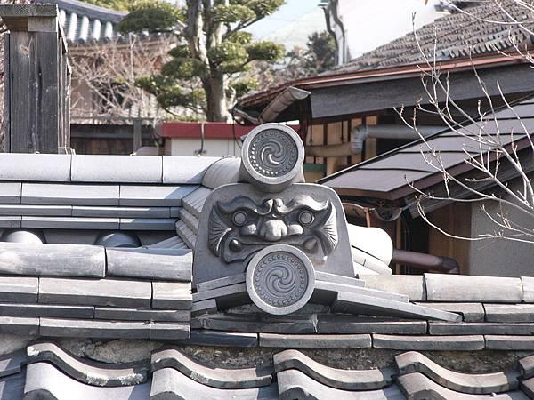 B9奈良『藥師寺』附近寺廟屋簷上的鬼瓦