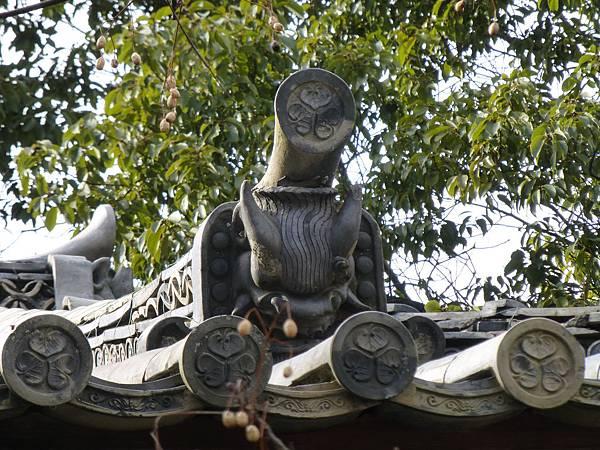 D2京都『南禪寺』附近東照宮屋簷上印有德川家三葉葵紋的鬼瓦與軒丸瓦,東照宮是專門祭拜德川家康的廟