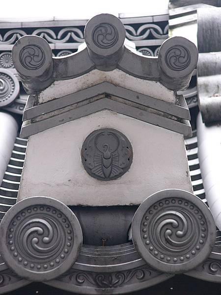 D3京都七条『三十三間堂』內印有類似平氏蝶紋的獅子口,三十三間堂是平清盛捐款興建的