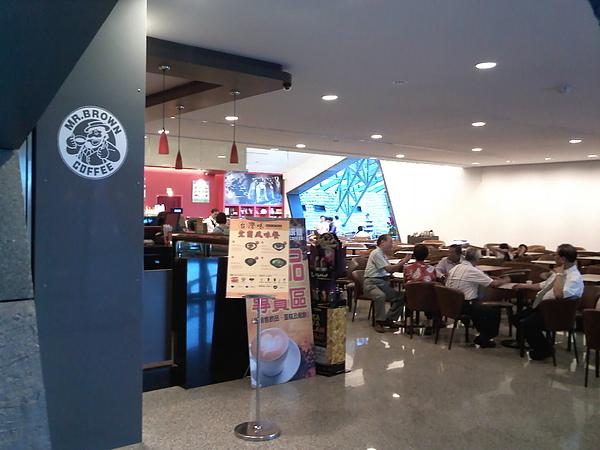 發現旁邊有個友好企業—金車伯朗咖啡館(也有吃的)